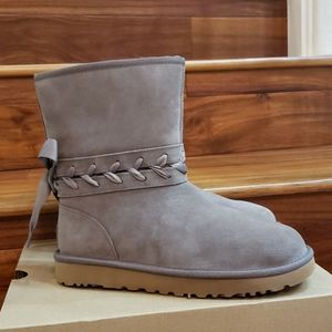 New In Box UGG Classic Lace Short Boots